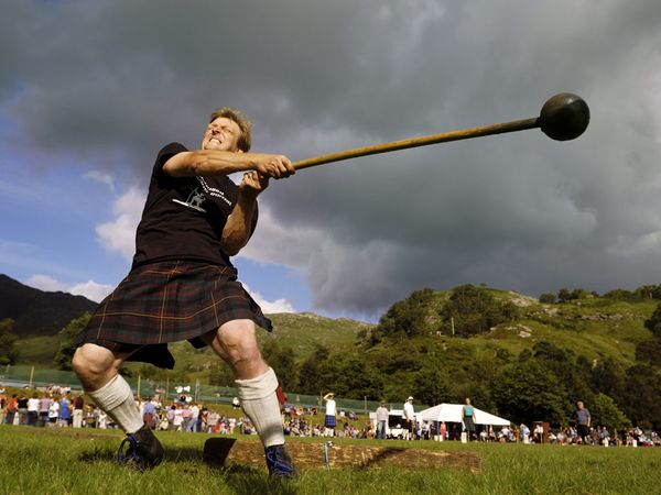 Los hombres y mujeres más fuertes de Europa se verán las caras en el Highland Games en Escocia